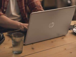 laptop-YouTuber