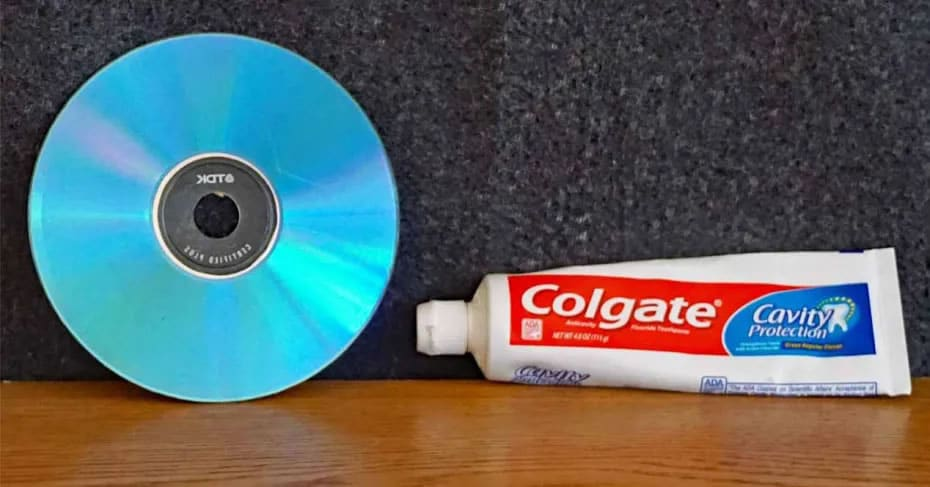 cd toothpaste