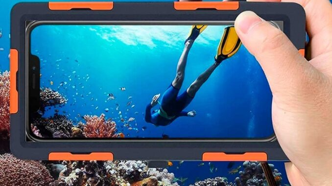 Best Covers to Protect Your Mobile Phone from Water on the Beach