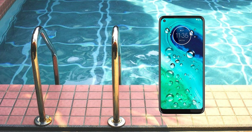 Steps to Follow if You Have Dropped Your Mobile in the Pool