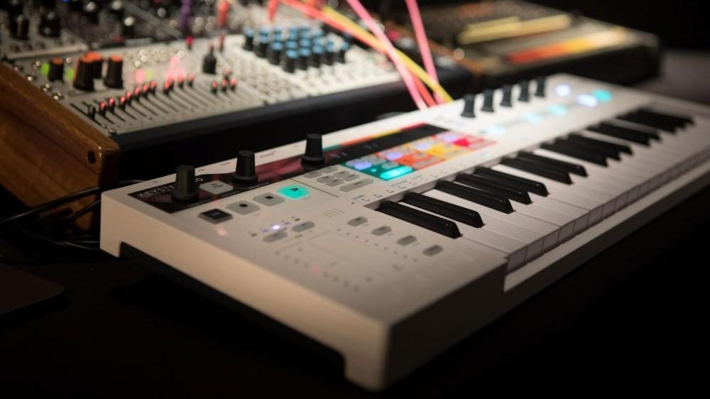 Tastaturi MIDI pentru producerea de muzică
