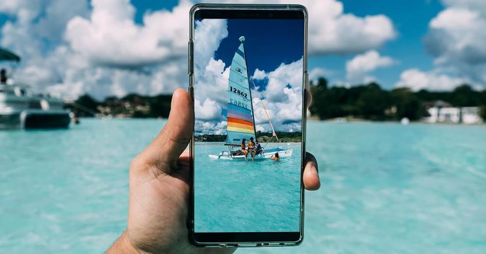 Telefonul mobil Android are un buton pentru a utiliza camera